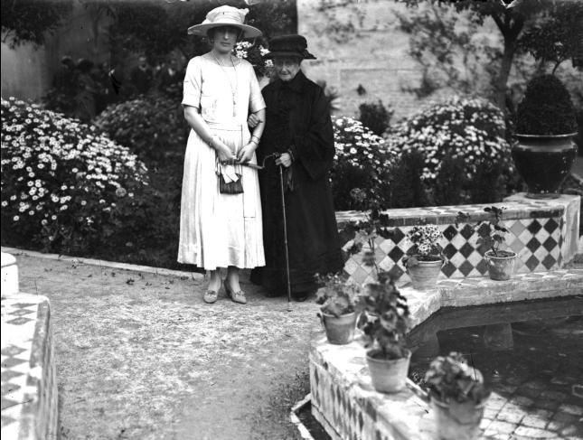 mariaeugeniayvistoriaeugenia en el palacio de dueñas hacia 1919