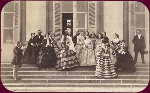 octubre 1856la emperatriz con su hijo en brazos