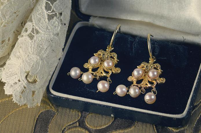 ea0e7f09f859 De Juana y sus preciosos pendientes de turquesa ya os he hablado en el blog  también.
